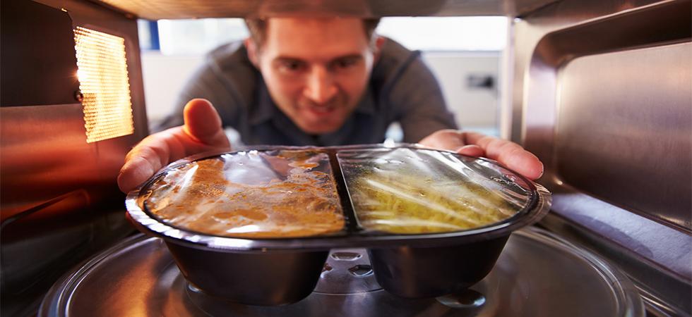Vantaggi e svantaggi della cottura al microonde for Cottura microonde