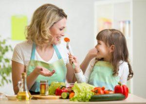 Bambini schizzinosi che non mangiano verdura e frutta