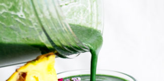 Uno smoothie veg superproteico all'alga spirulina