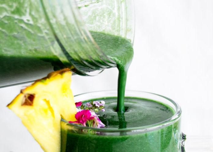 Uno smoothie veg superproteico all'alga spirulina