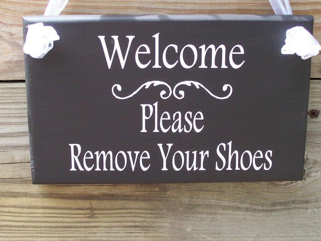 Togliersi le scarpe prima di entrare