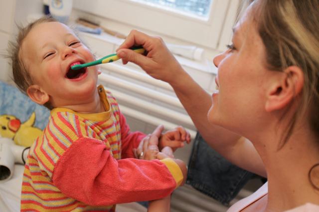 Come tenere pulito lo spazzolino da denti
