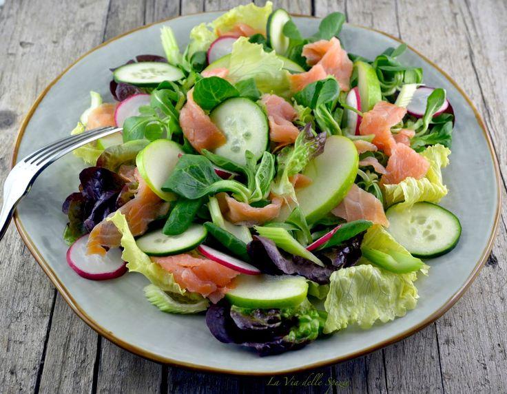 Usare l'olio d'oliva sull'insalata fa bene