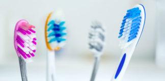 Igienizzare spazzolino da denti con prodotti naturali