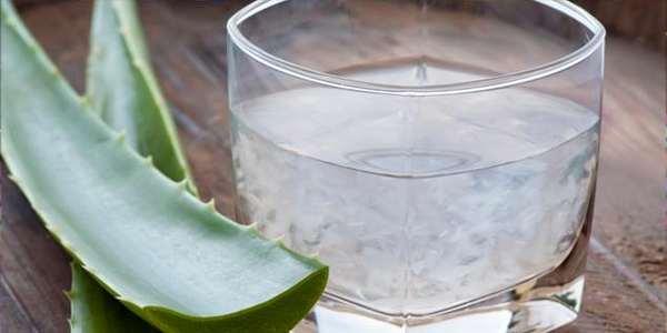 Acqua calda e limone al mattino  digiuno