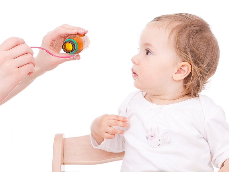 bambino e medicine contro la tosse