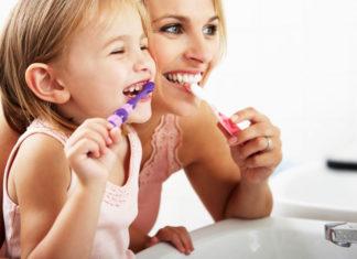 A quale età cominciare a far lavare i denti ai nostri bambini