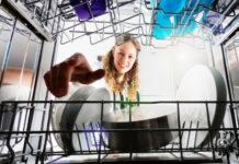 5 consigli pratici per evitare muffe e batteri nella lavastoviglie