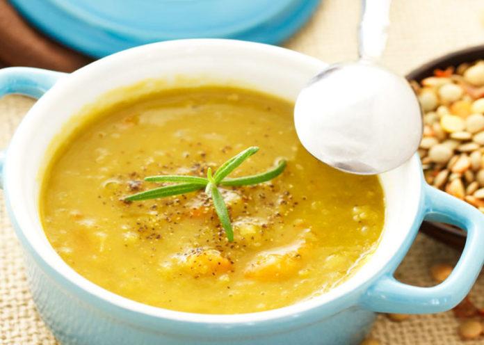 Zuppa amaranto e curcuma per raddoppiare gusto e salute