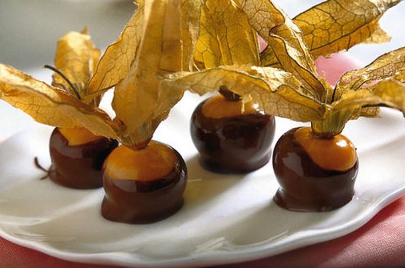 bacche di alchechengi con cioccolato