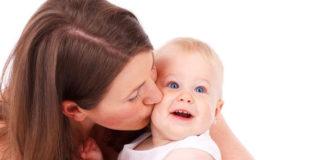 Baciare sulla bocca i propri bambini