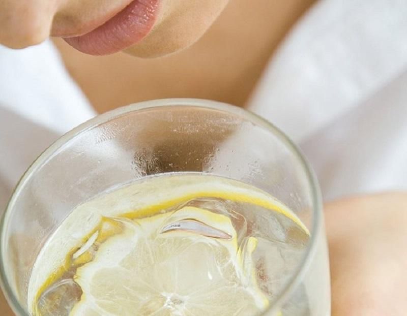 bere molta acqua per anticellulite