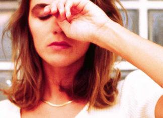 Dormire poco provoca danni (più o meno persistenti) al cervello