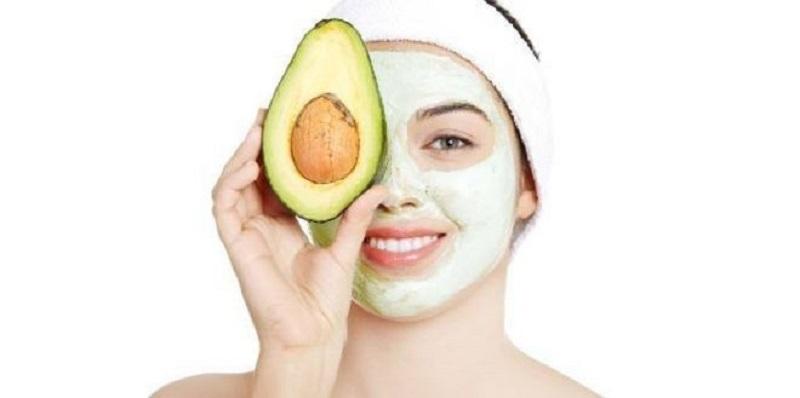 Maschera viso con olio di avocado