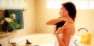 """Come usare gli oli essenziali per un massaggio viso """"fai da te"""""""