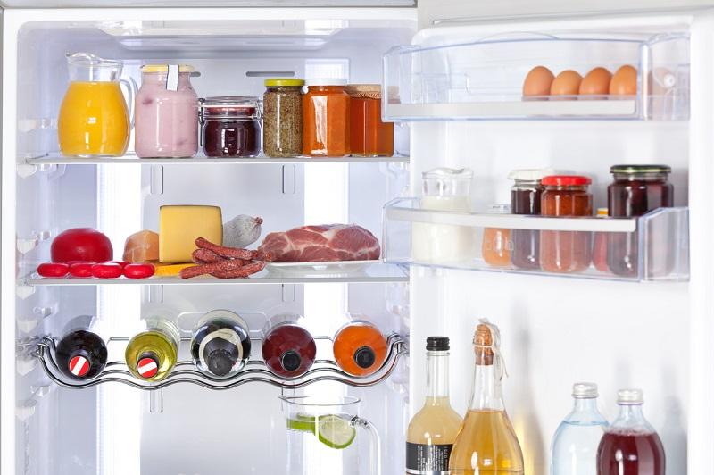 disposizione cibi nel frigo