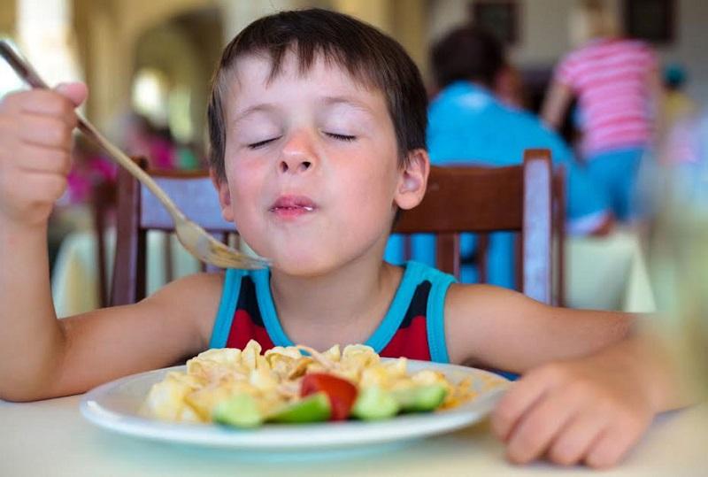 Mindful eating, assaporare il cibo con tutti i sensi