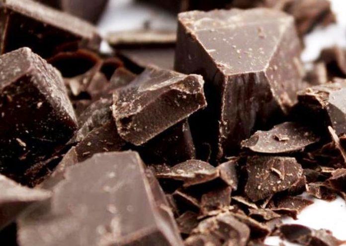 Cioccolato fondente, benefici e quanto mangiarne al giorno