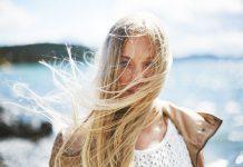 Schiarire i capelli in estate con metodi naturali