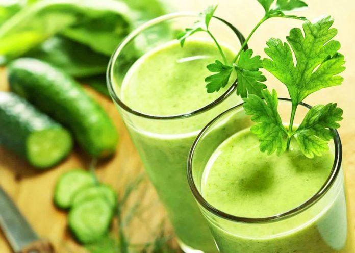 Succo di cetriolo, sedano e zenzero: rinfrescante e tonificante
