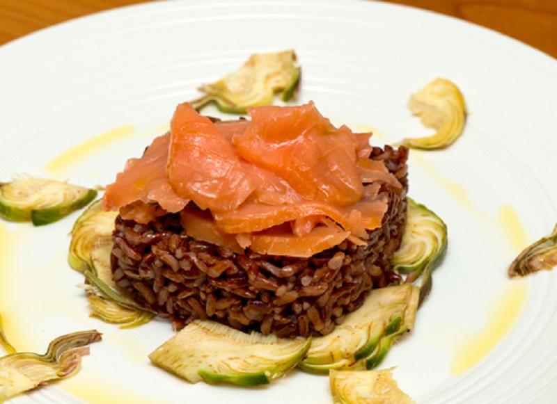 ricetta con riso rosso e salmone