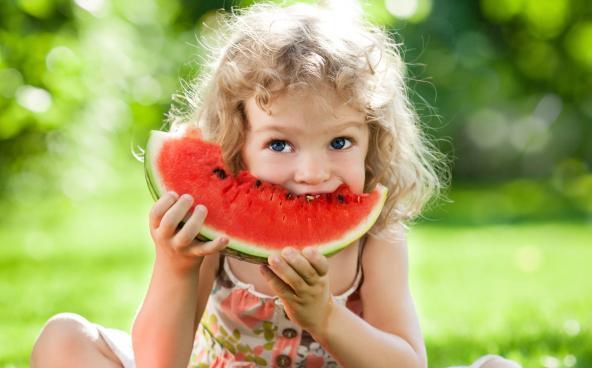 mangiare l'anguria fa bene