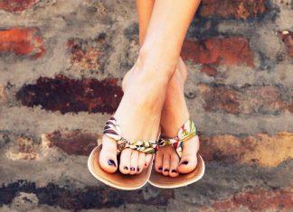 piedi belli con i sandali