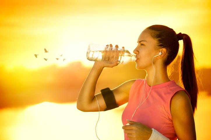 idratarsi durante lo sport con il caldo