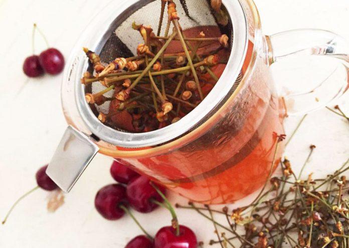 Acqua ai noccioli di ciliegia
