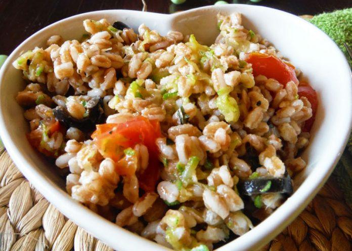 Ricetta per insalata di farro con tonno e zucchine