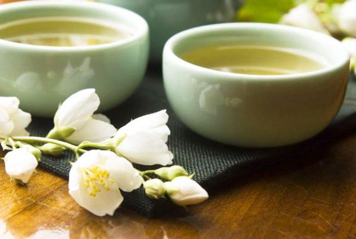 Tisana al biancospino contro sbalzi di pressione, ansia e stress