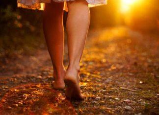 Ecco perché camminare scalzi fa bene (sia al fisico che alla mente)