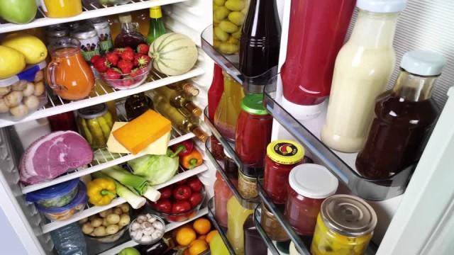 frigo pieno in estate