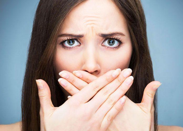 Alitosi e igiene orale: 5 azioni