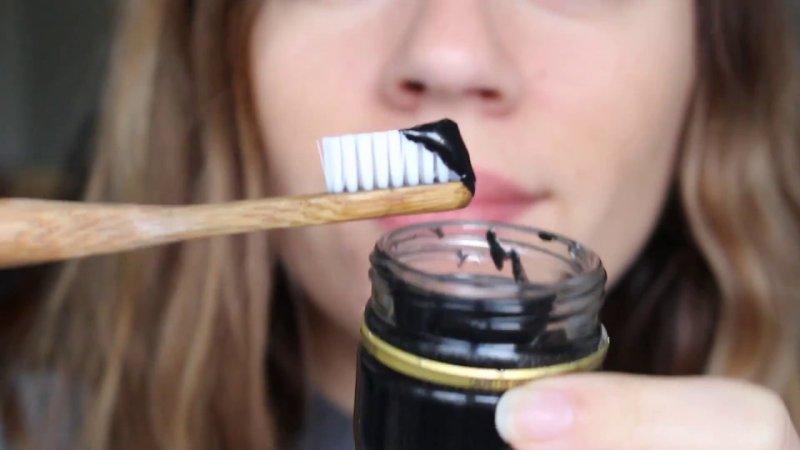 sbiancare i denti con rimedi naturali
