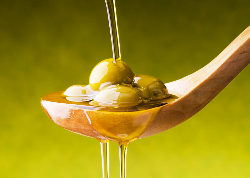 Olio d'oliva, elisir naturale per un'intensa vita sessuale