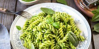 Pasta al pesto di spinaci (anche vegan) per un carico di ferro