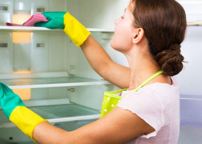 Pulire il frigo da muffe, macchie e cattivi odori con prodotti naturali