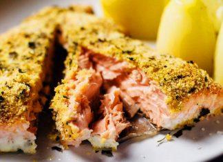 Salmone in crosta di quinoa, ricco di omega3, proteine e senza glutine