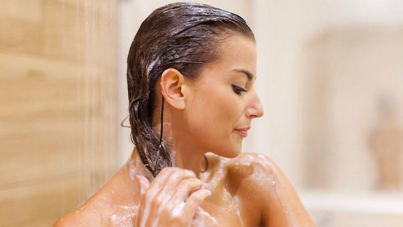 curare i capelli dopo l'estate con le giuste maschere nutrienti