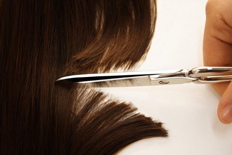 tagliare le punte dei capelli