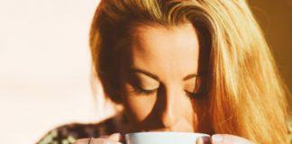 6 ottimi motivi per bere (appena svegli) un bicchiere di acqua calda