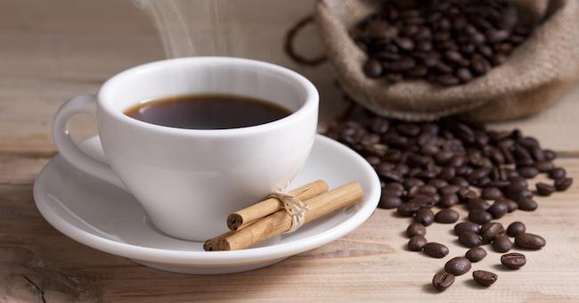 tazzina di caffè e cannella
