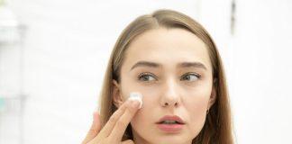 Detergente in polvere con riso e argilla, ideale per una pelle luminosa