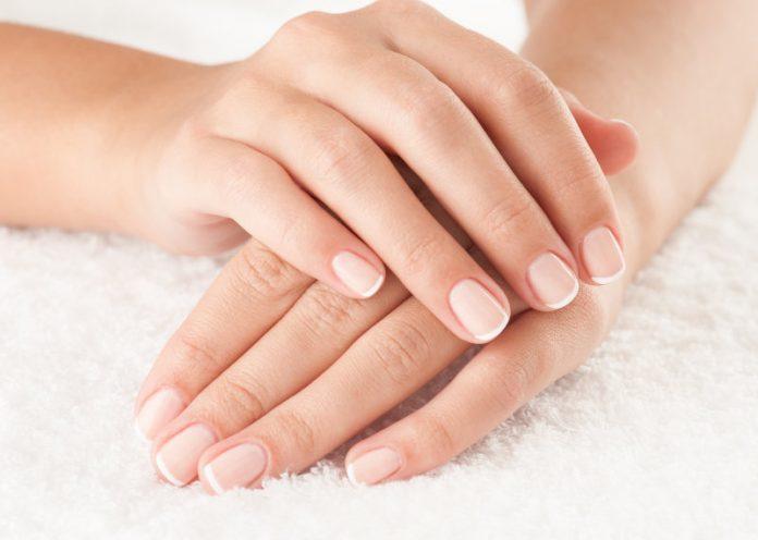 Curare mani e unghie con 5 oli essenziali super efficaci