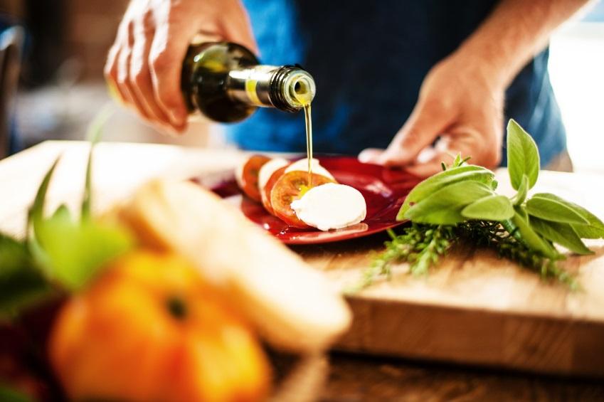 condire con olio extravergine di oliva