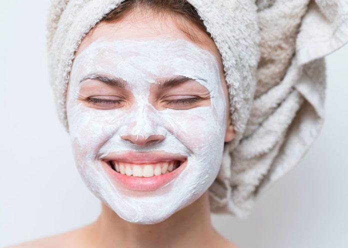 Cambio di stagione, ecco come preparare la pelle all'arrivo del freddo