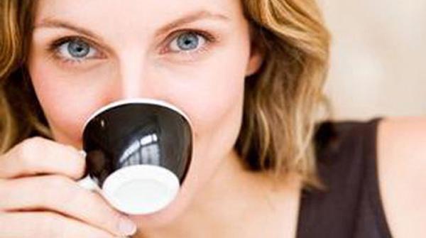 bere caffè stimola la diuresi