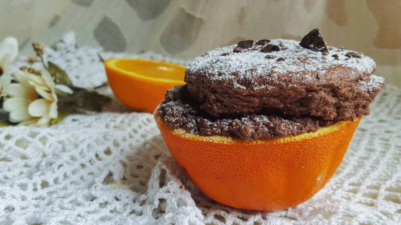 muffin cioccolato e arancia senza burro cotto nelle bucce