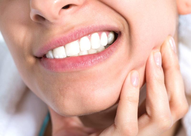 5 rimedi naturali per prevenire mal di denti e infiammazioni in bocca